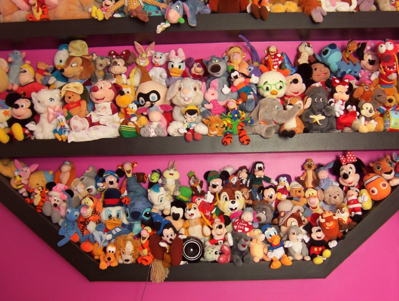 ma collection de peluches disney. Black Bedroom Furniture Sets. Home Design Ideas