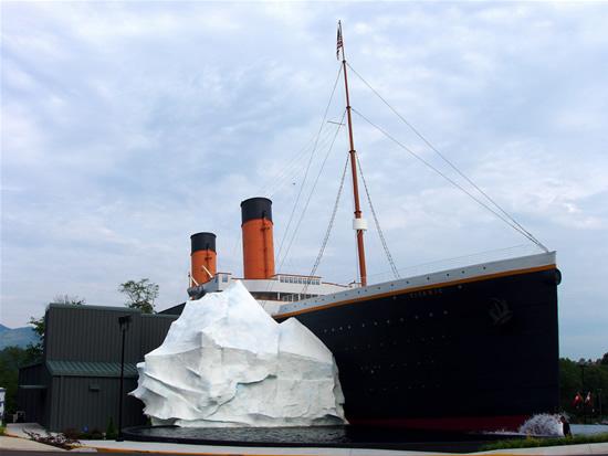 Temperature In Pigeon Forge Tennessee >> متحف وصور حقيقيه Titanic Museum