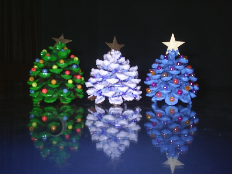 El ba l de laia mini arbolitos de navidad - Manualidades navidad con pinas ...