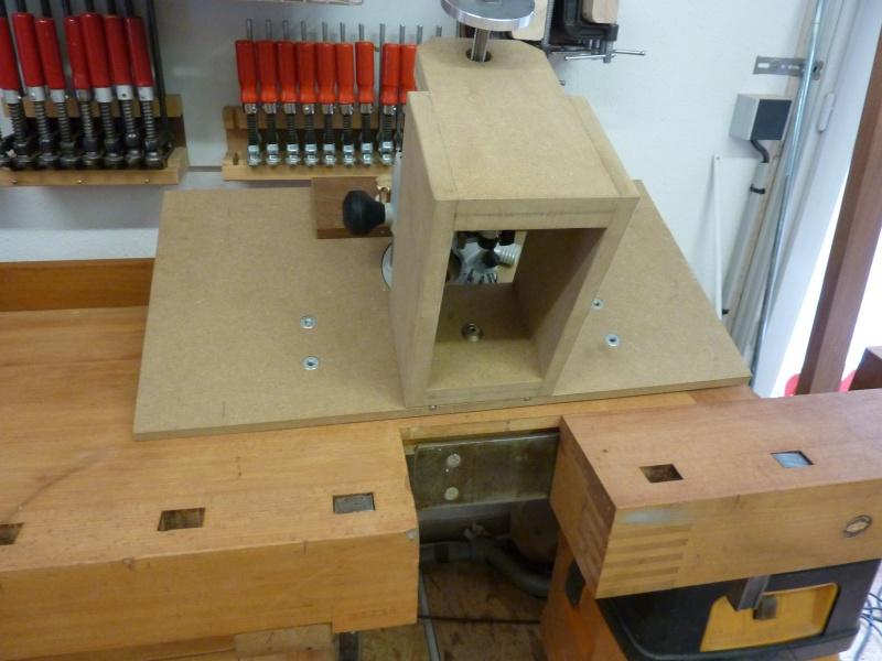 table de d fonceuse sur tabli. Black Bedroom Furniture Sets. Home Design Ideas