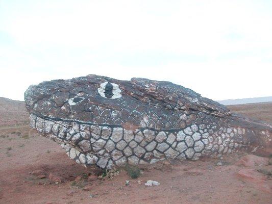صخرة على شكل رأس أفعى 121010.jpg