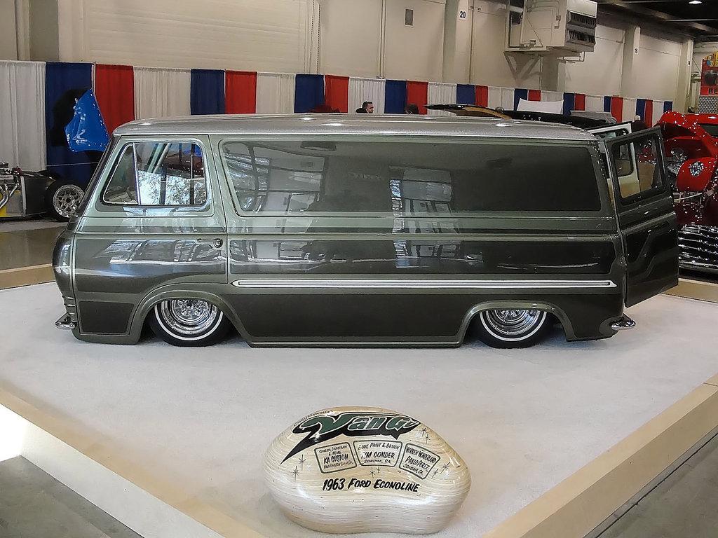 Online G Van / Dodge A100
